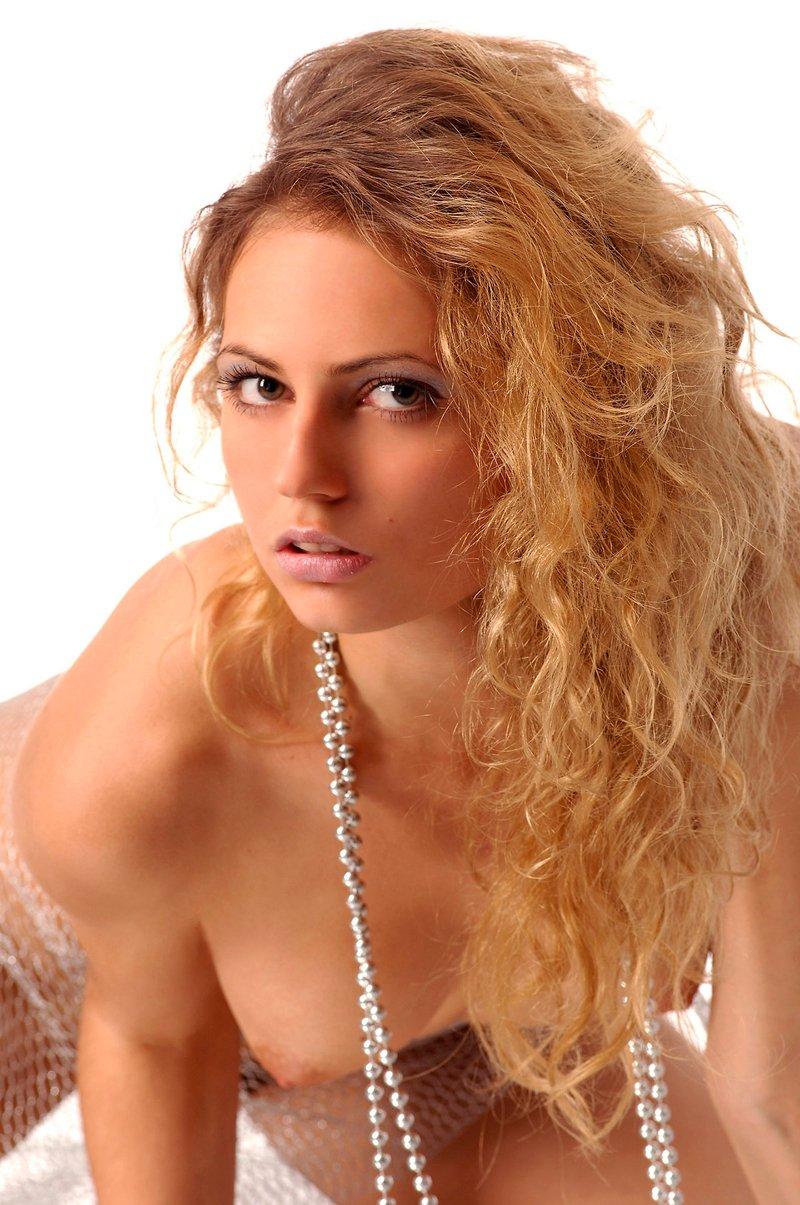 Фотках блондиночки с сетью