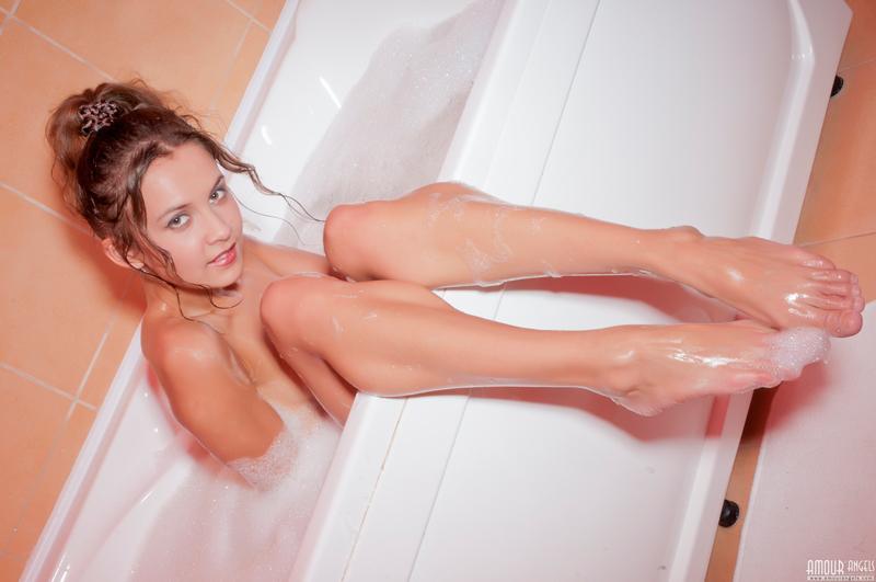Фото рыжей красотки в ванной