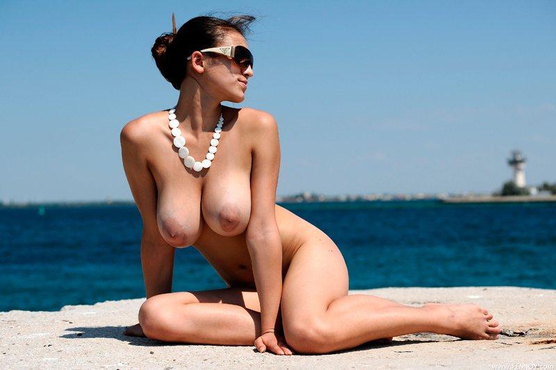 голые женщины в очках фото