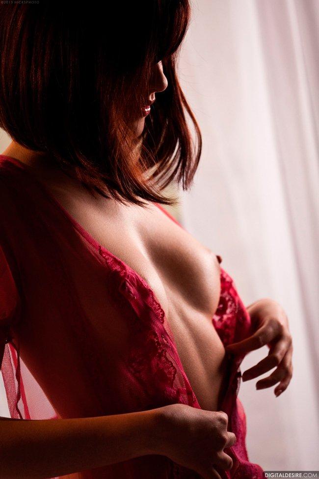 Фото рыжей красотки на кровати
