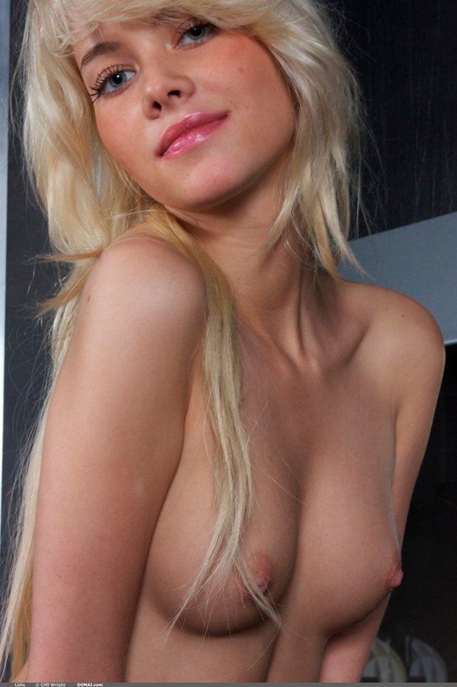 Эротические фото блондинки с длинными волосами