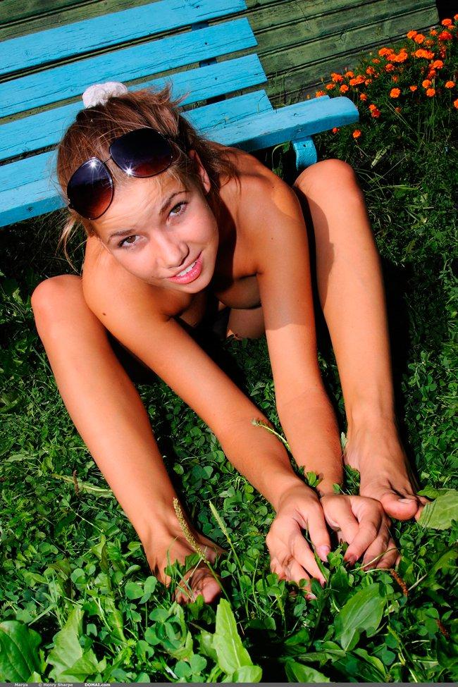 Фотки сучки на скамейке