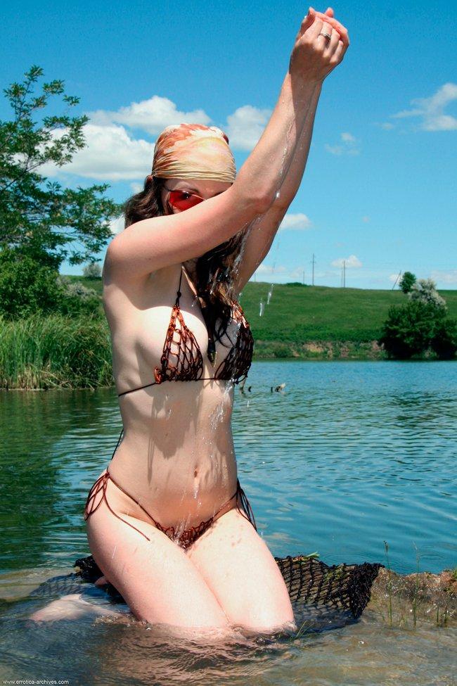 Фото для взрослых чики у водоема