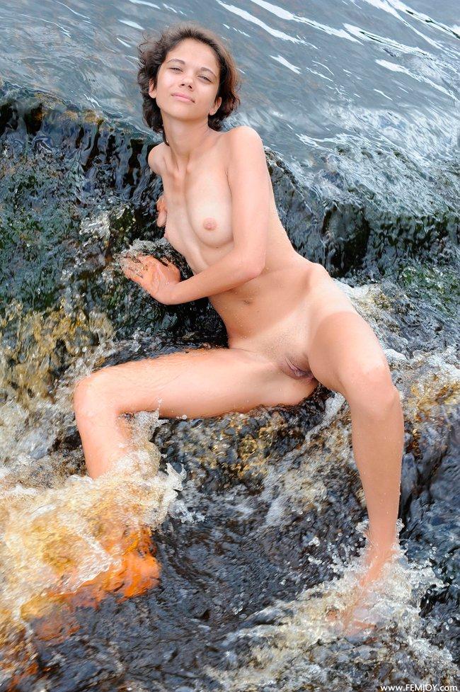 Фото девушки в воде