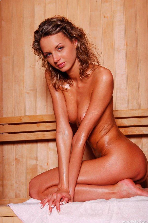 Секс фото - топ-модель в бане смотреть эротику