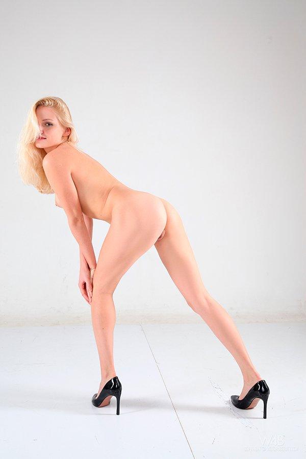 Эро фотки голой блондинки