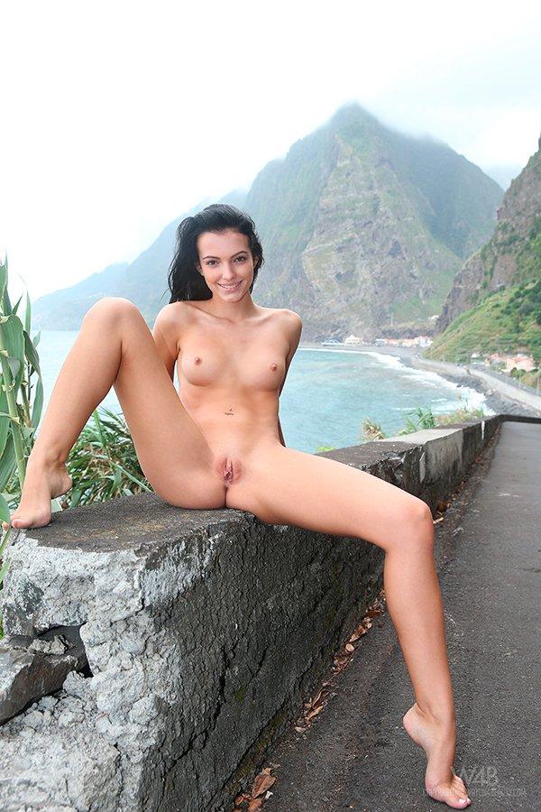 Брюнетки в горах порно