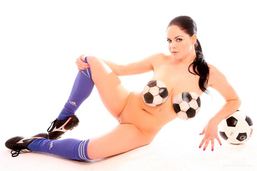 Порно галерея - похотливая футболистка