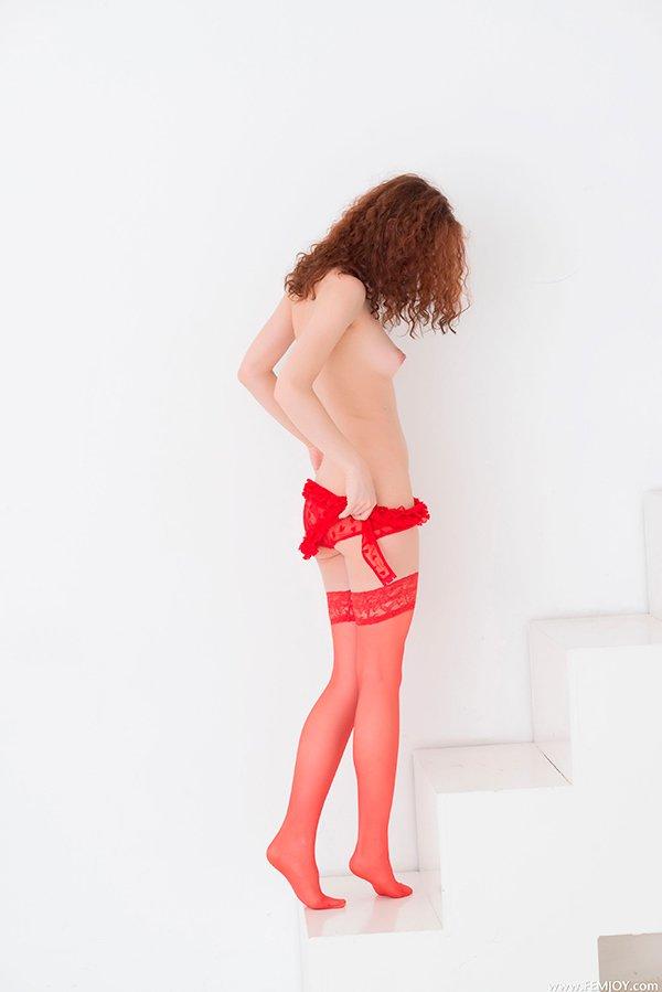 Секс фото - рыжая в красном белье