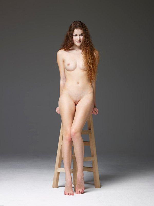 Секс фото - няшка с хорошими волосами