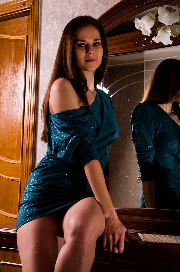 Женщина В Платье Эротика Фото