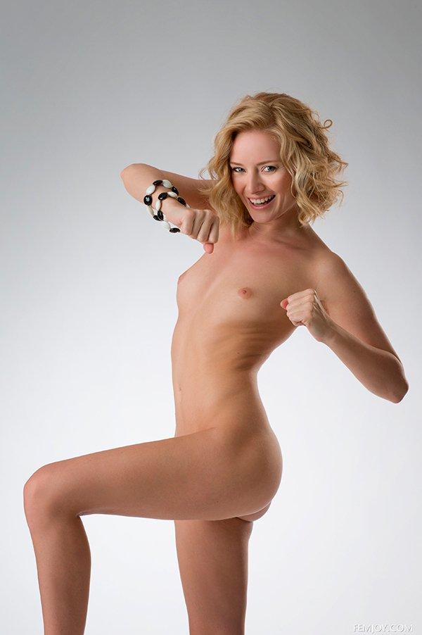 Эро-фото баба в черно-белом наряде секс фото