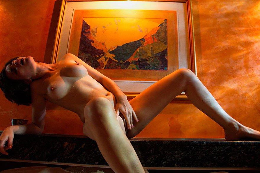 Красивая эротика в спальне