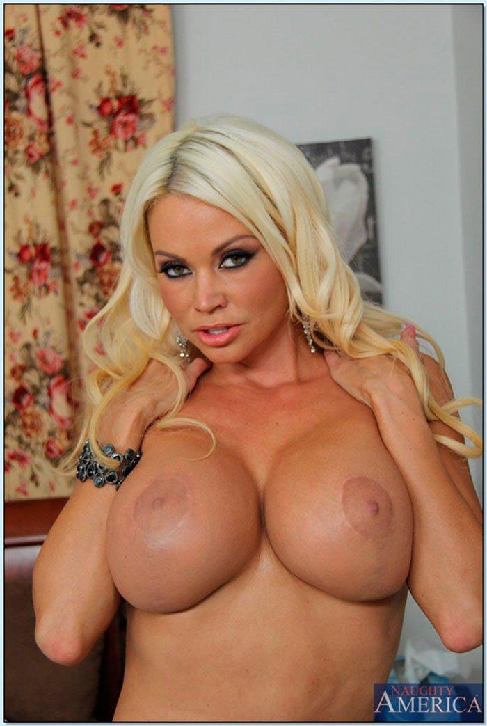Шикарная блондинка с большими сиськами