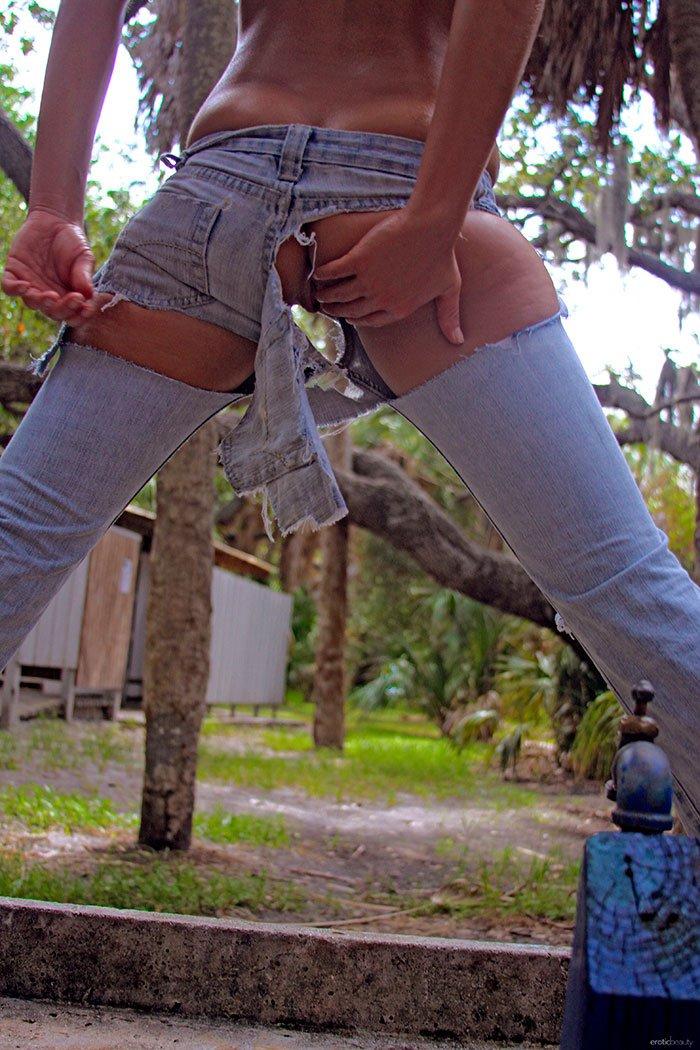 Жопу видно через джинсы эро фото фото 610-520