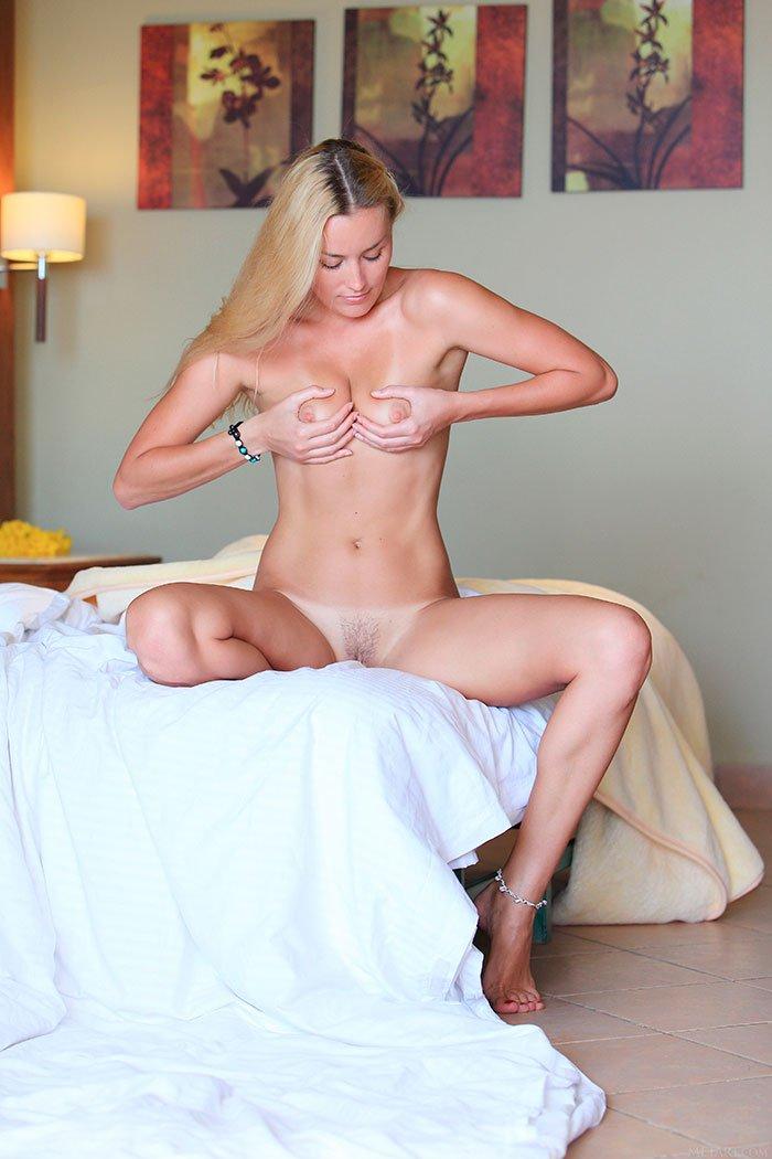 Эротика - 20-летняя сучка в койке