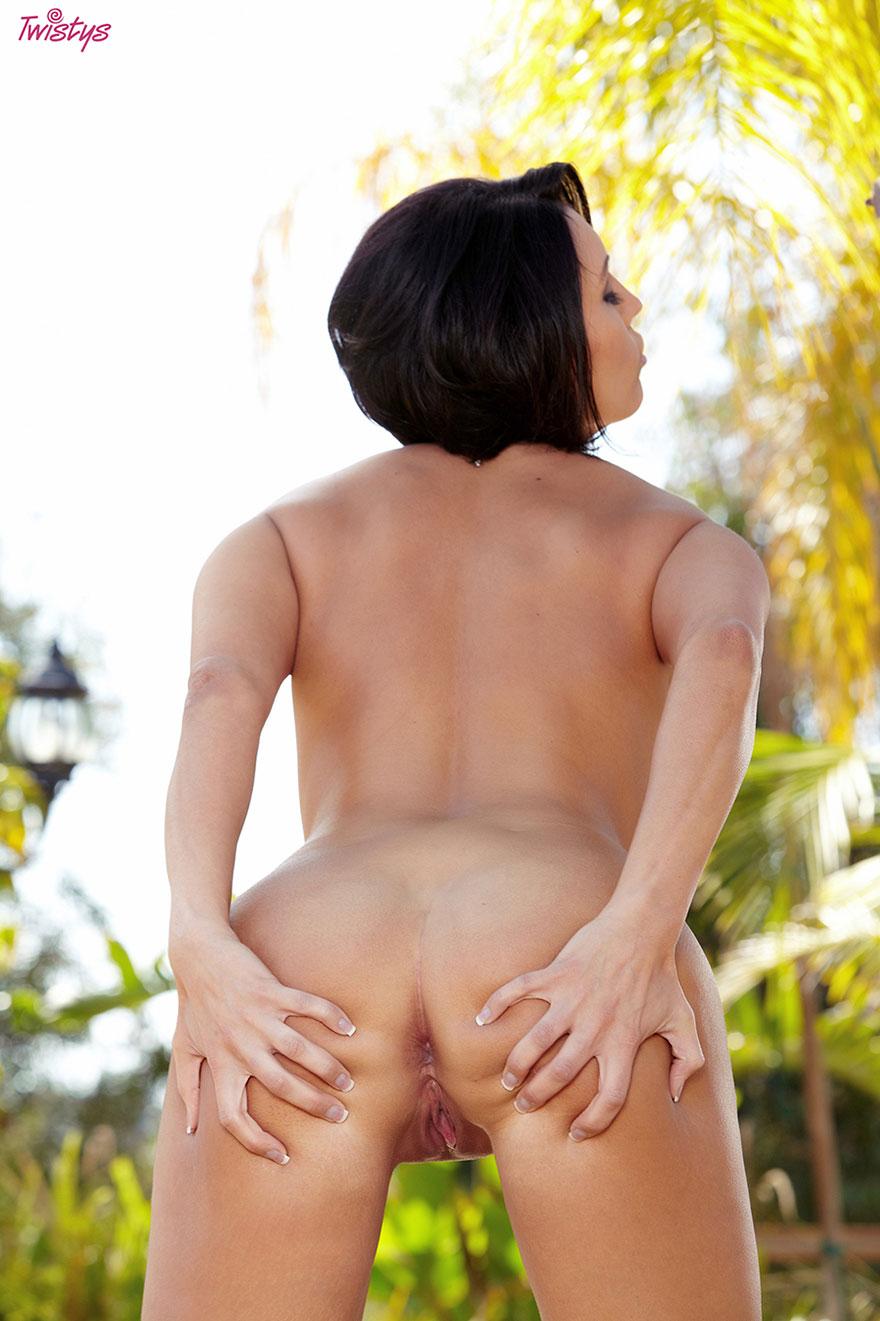 Эротические фото брюнетки с большими сиськами