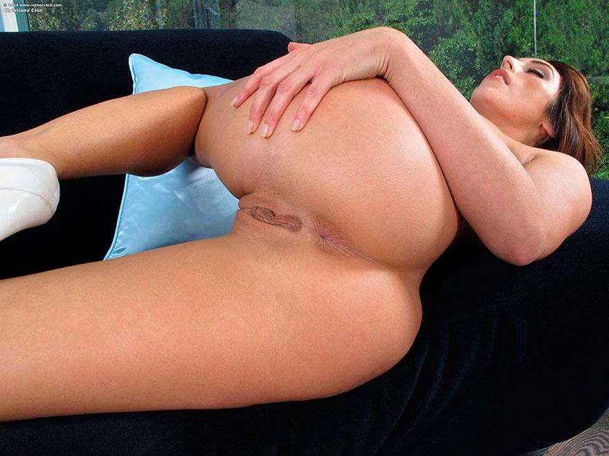 Русая порноактрисса с громадной жопой - фото обнаженка