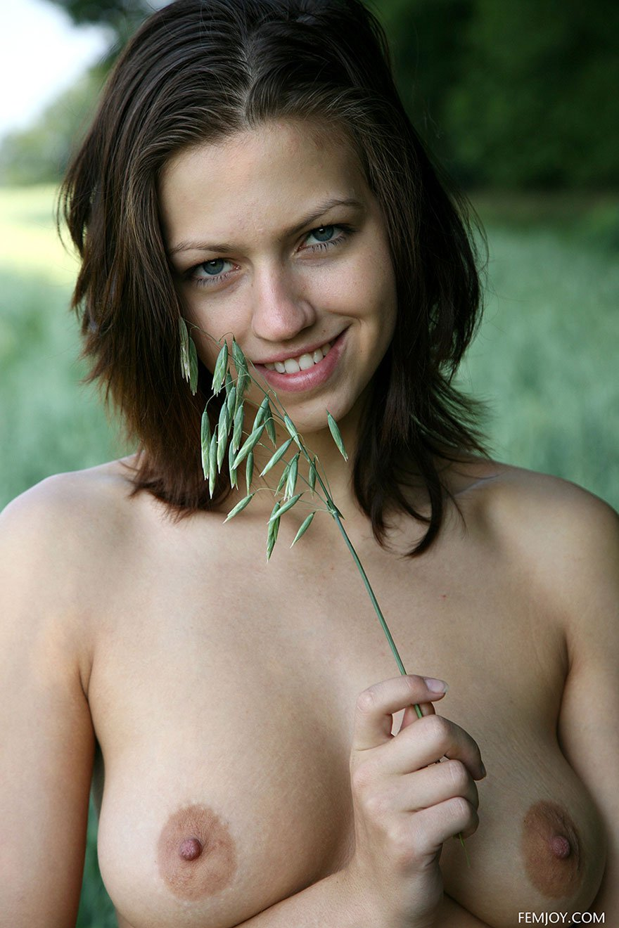 Интернешнл голые русские на природе фото лесу