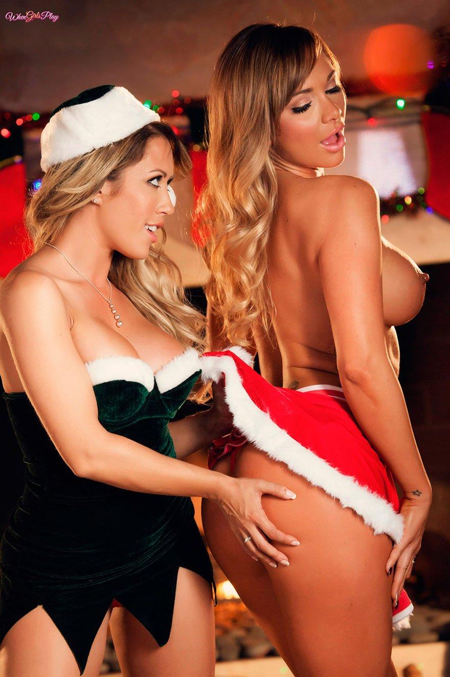 Новогодняя фото сессия двух блондинок - эротика