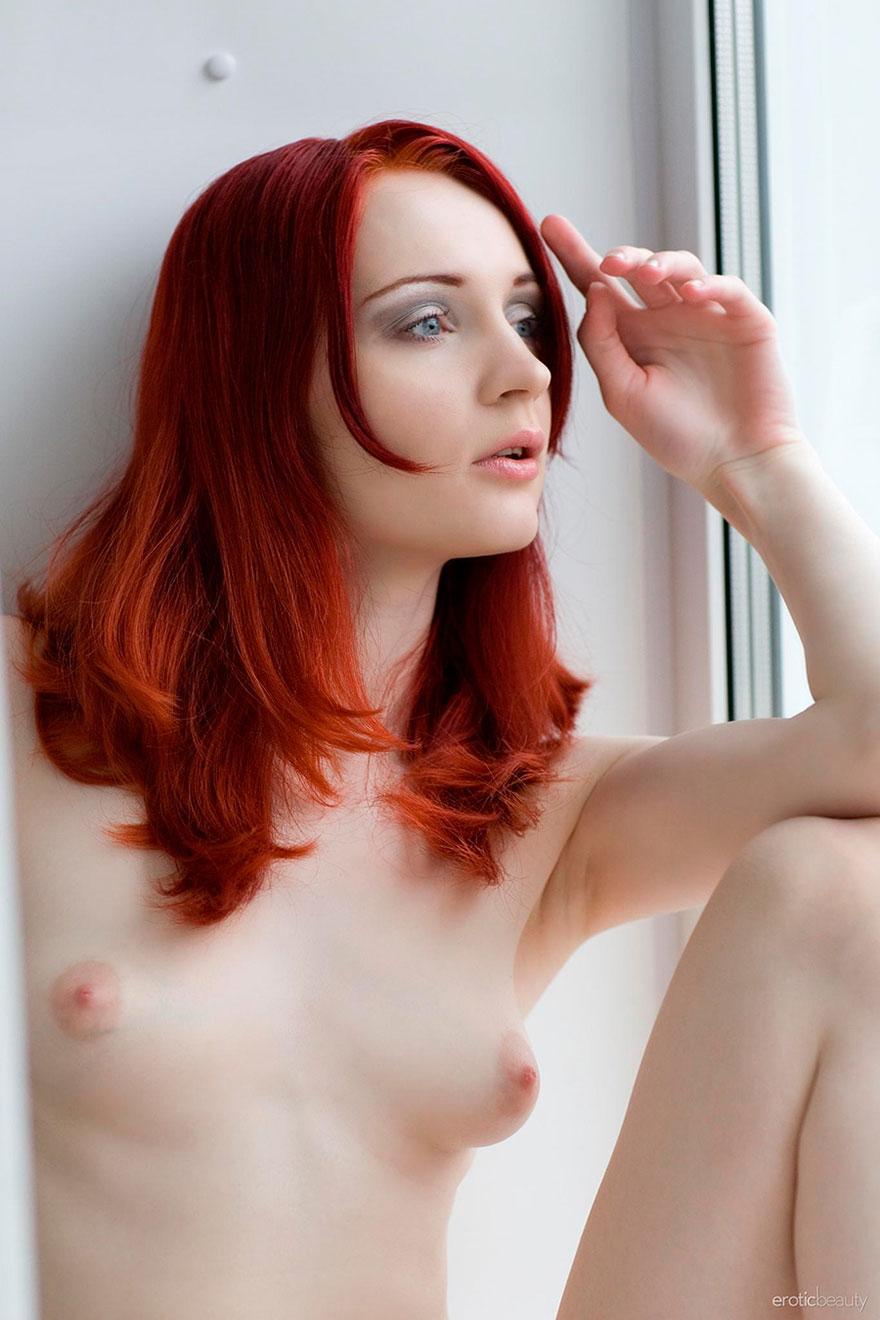 Порно красивые голые девушки брюнетки с небольшой грудью фото сашу