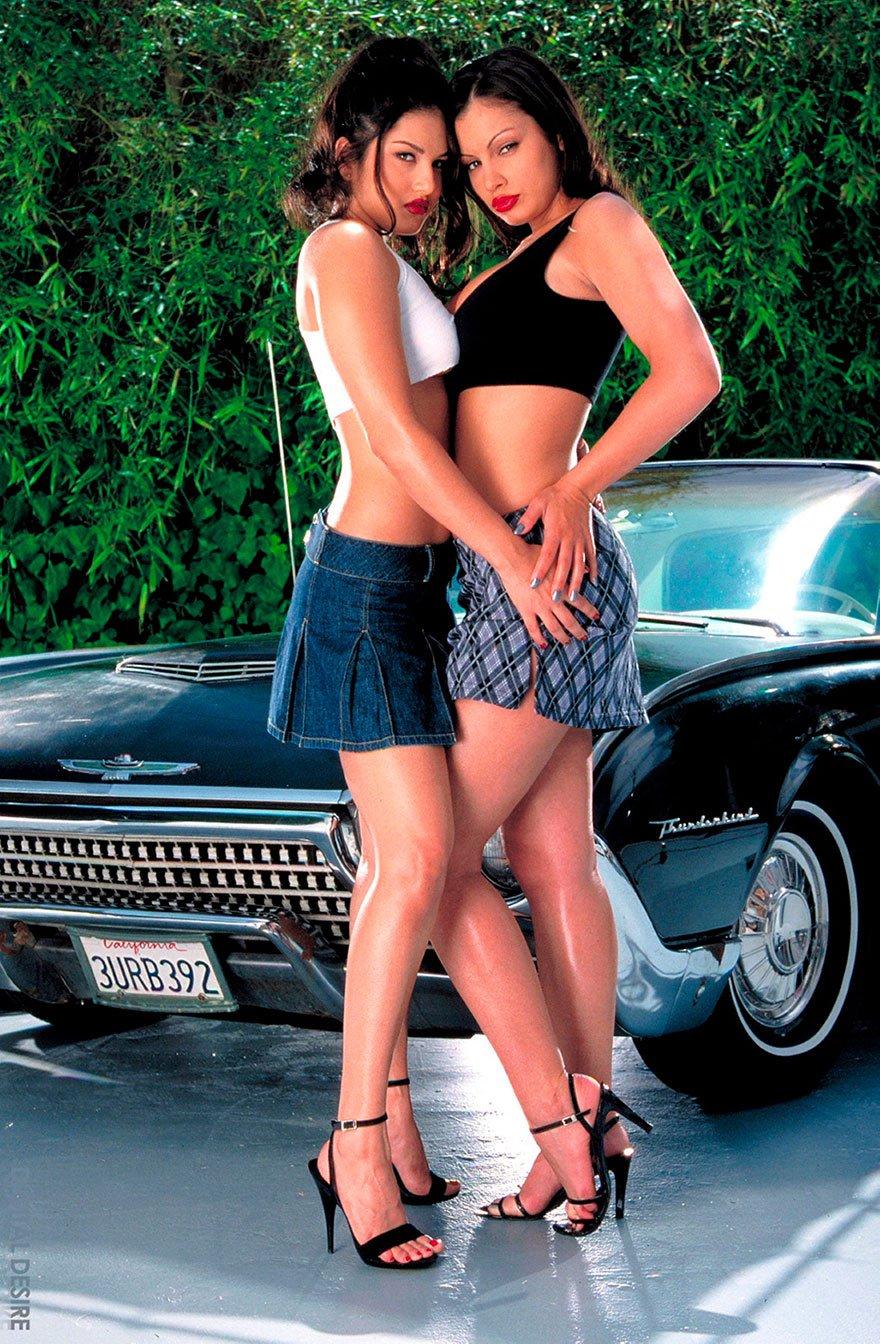 Эротическое фото девушки и автомобили