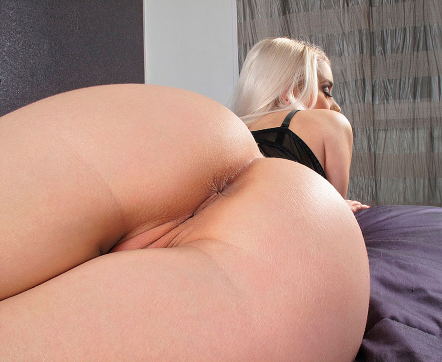 Эротические изображения возбужденной сучки со свелыми волосами с большой попой