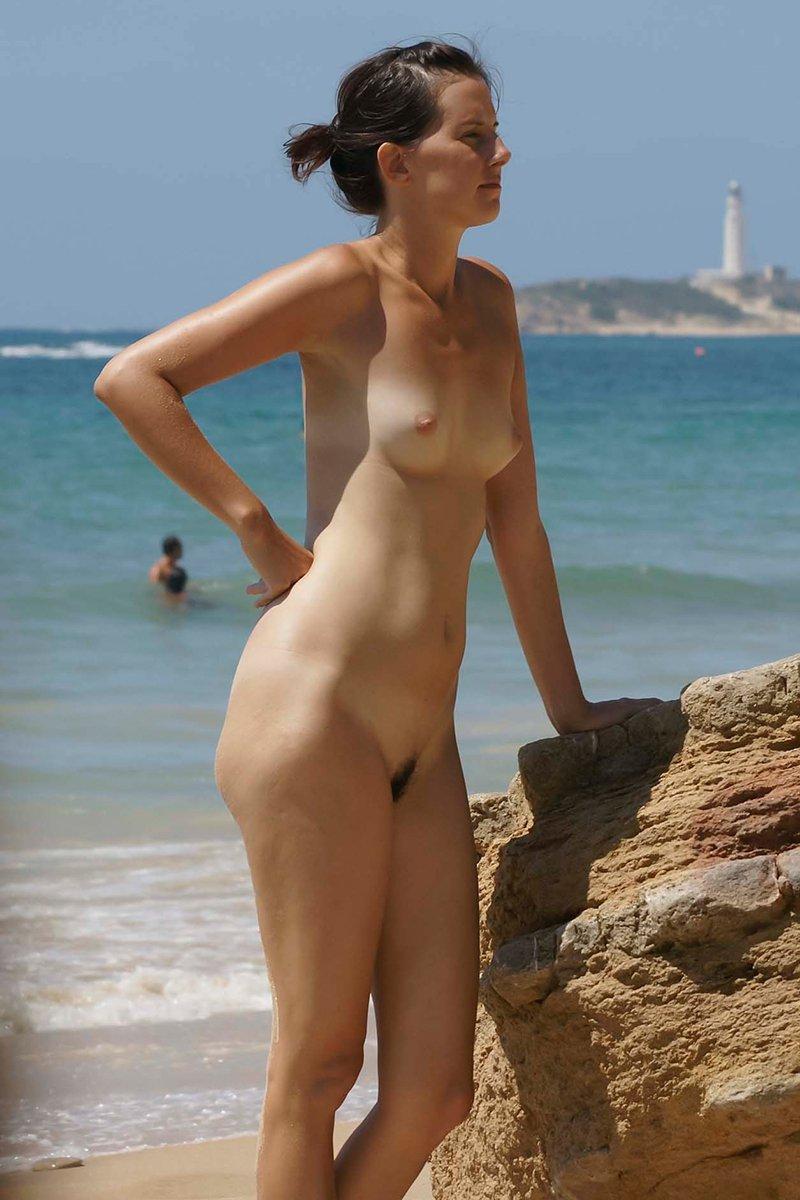 фото голых женщин на море