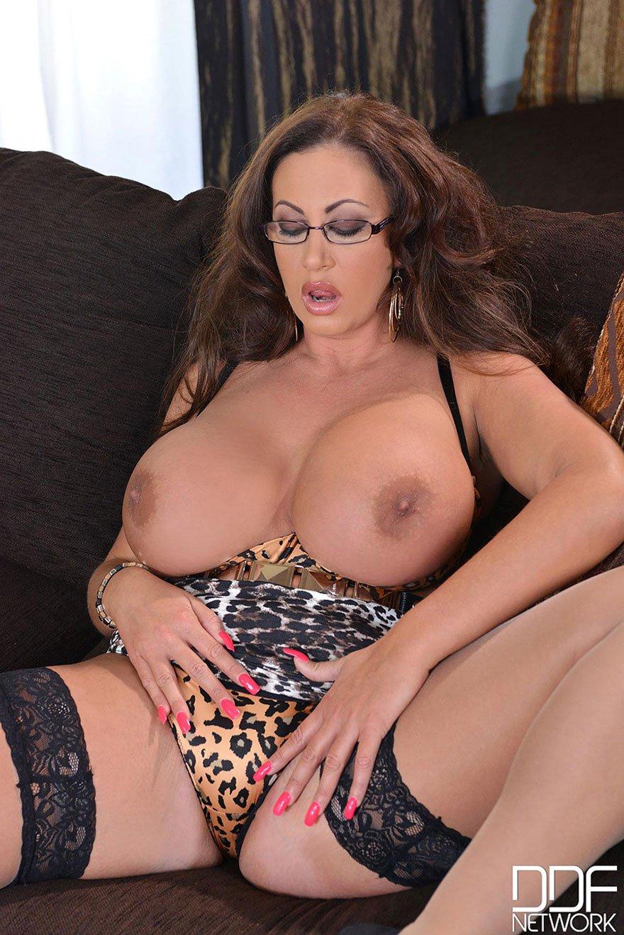 Возрастная дамочка с огромными дойками - секс-фото смотреть эротику