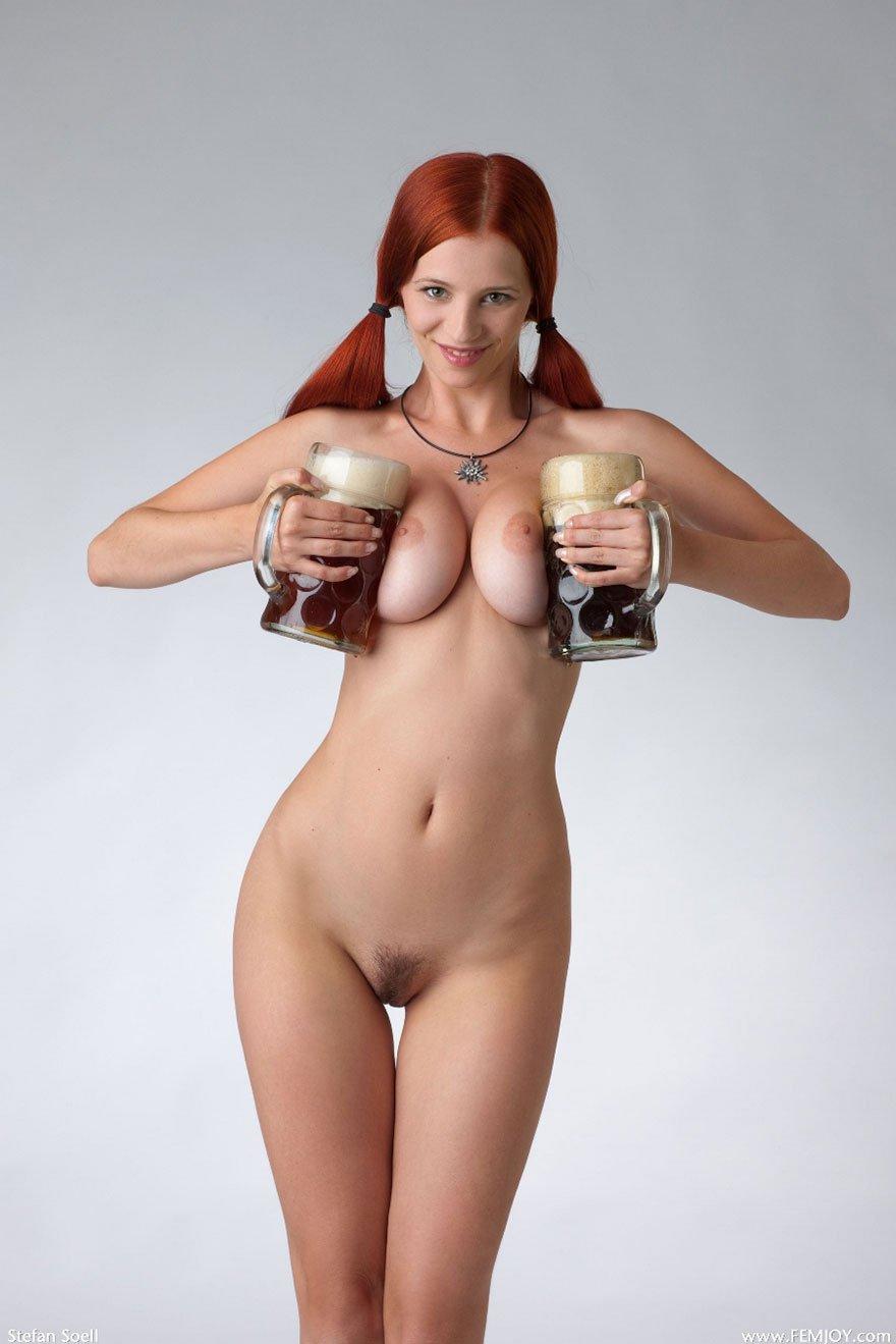 Фото голой девушки с кружкой 14 фотография