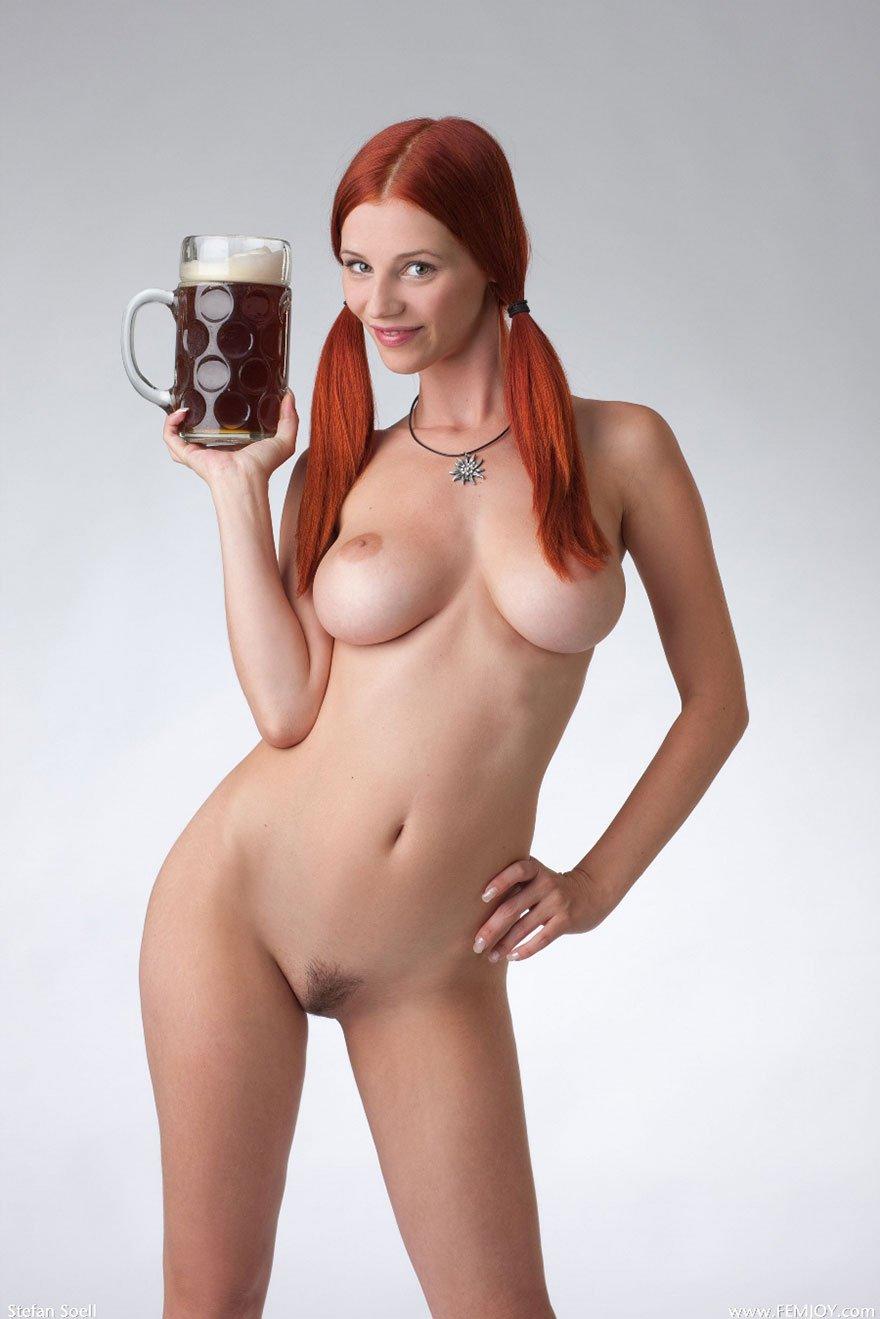 Фото голой девушки с кружкой 5 фотография