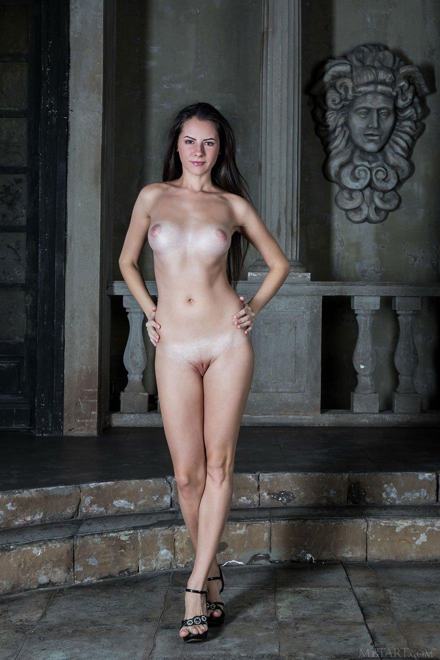 Худые девки с длинными ногами 1 фотография