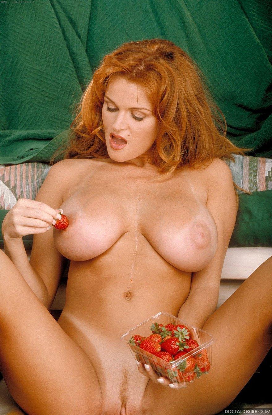 Фото взрослой дамы с огромной грудью - эротика