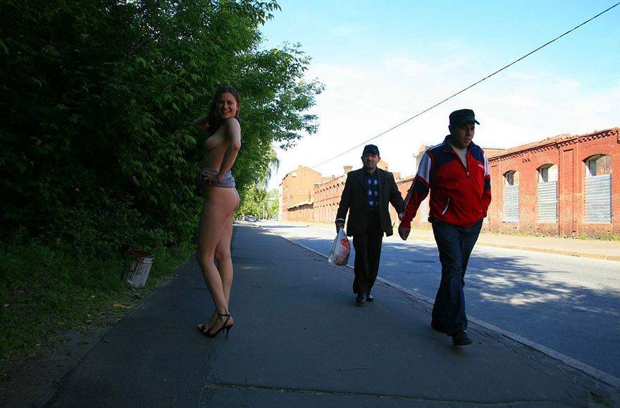 Частные фото обнаженных девушек на улице