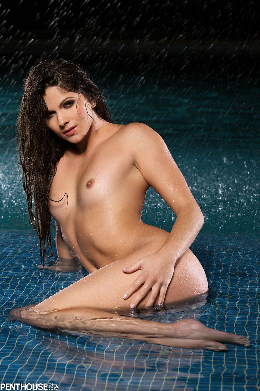 Привлекательная дама на море - секс фото секс фото