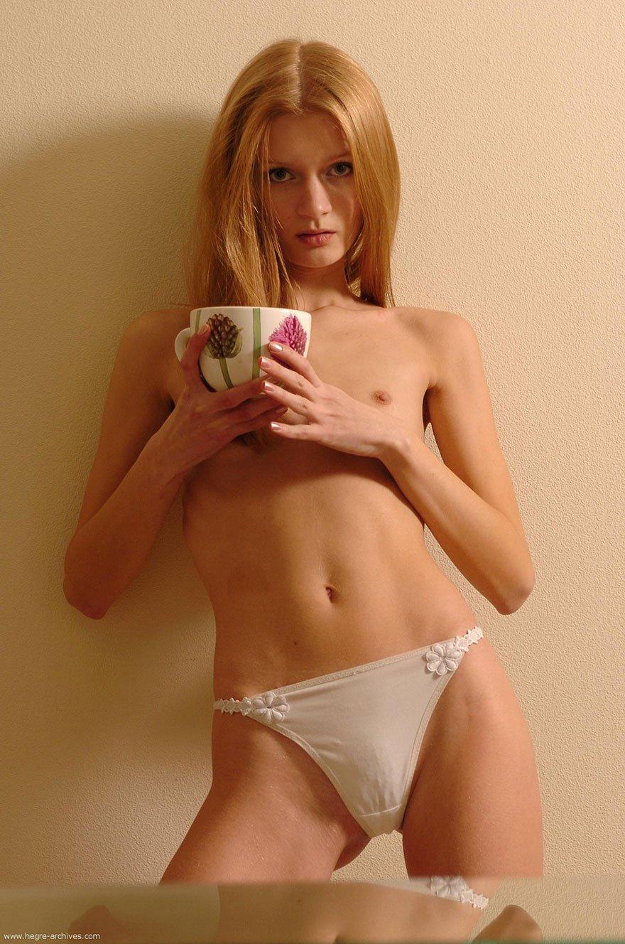 Эро фото готки с небольшой грудью