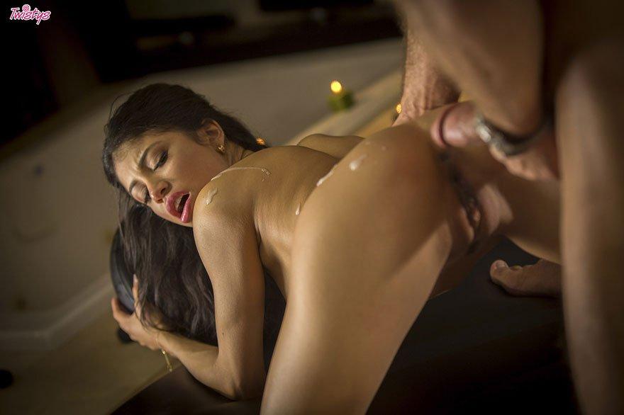 Секс изящной мамаши с массажистом