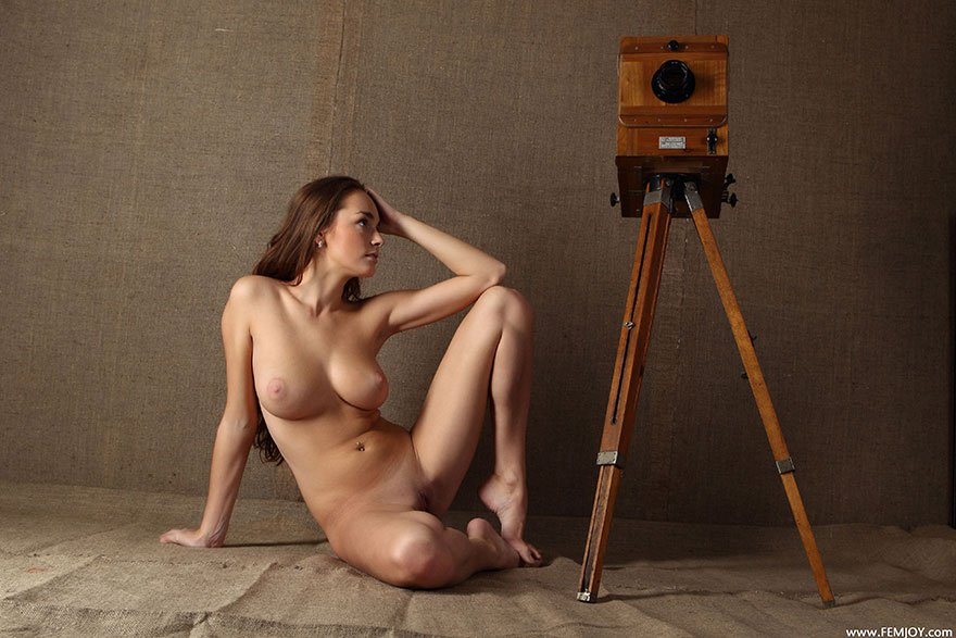 Обнаженная Камера