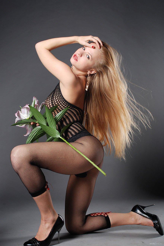 с букетами цветов фото блондинки