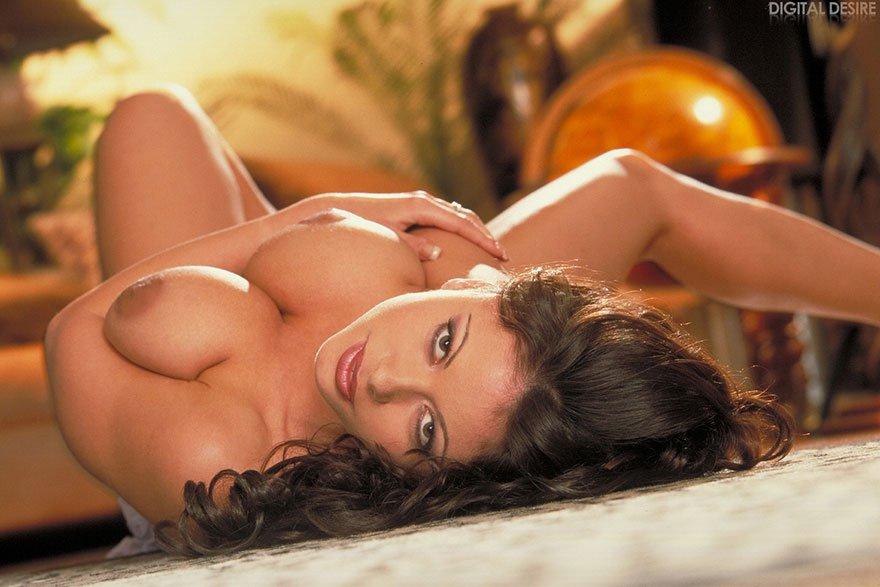 Эро фотки большегрудой красотки смотреть эротику