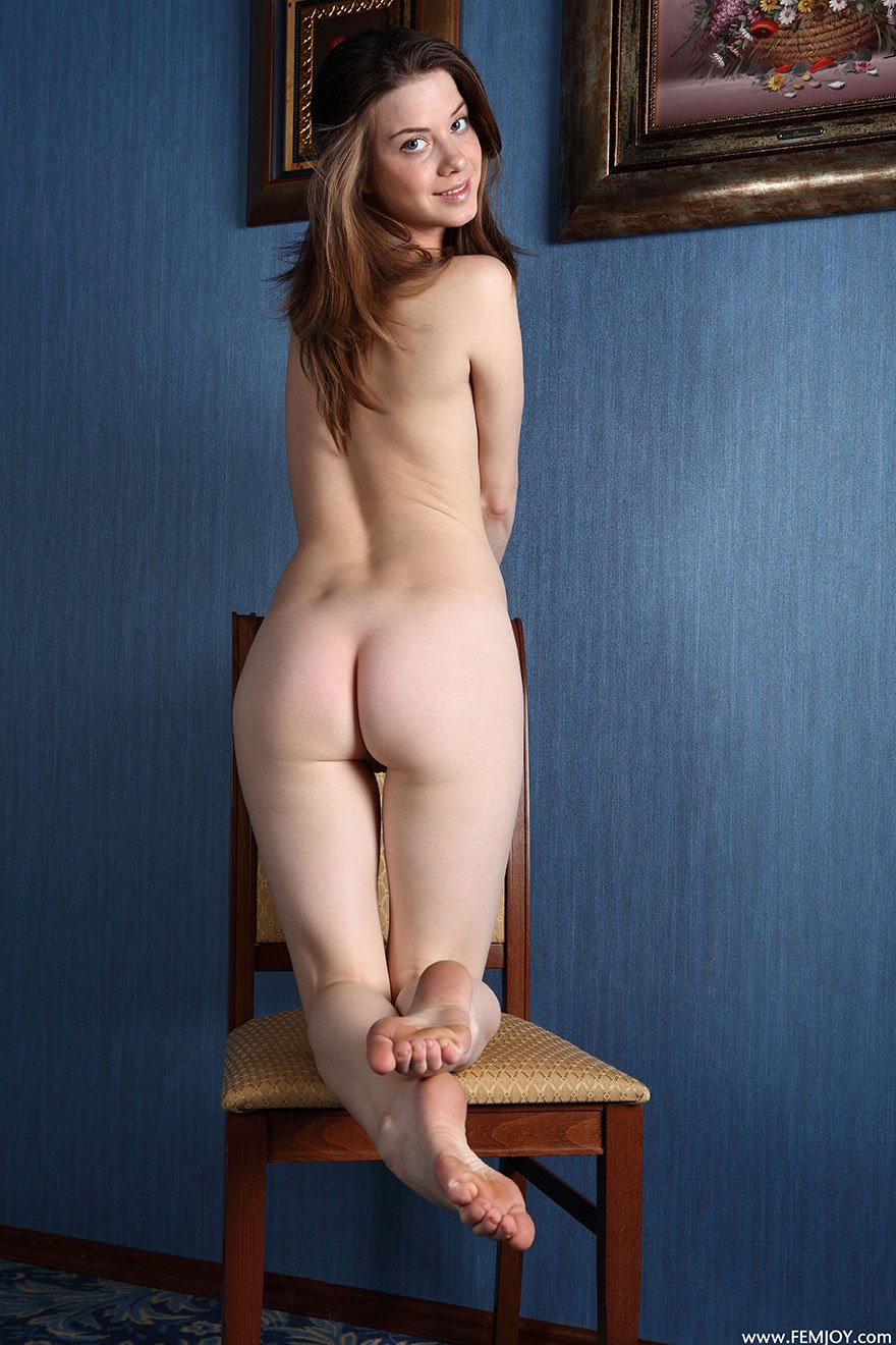 порно анал с двумя блондинками на стульях