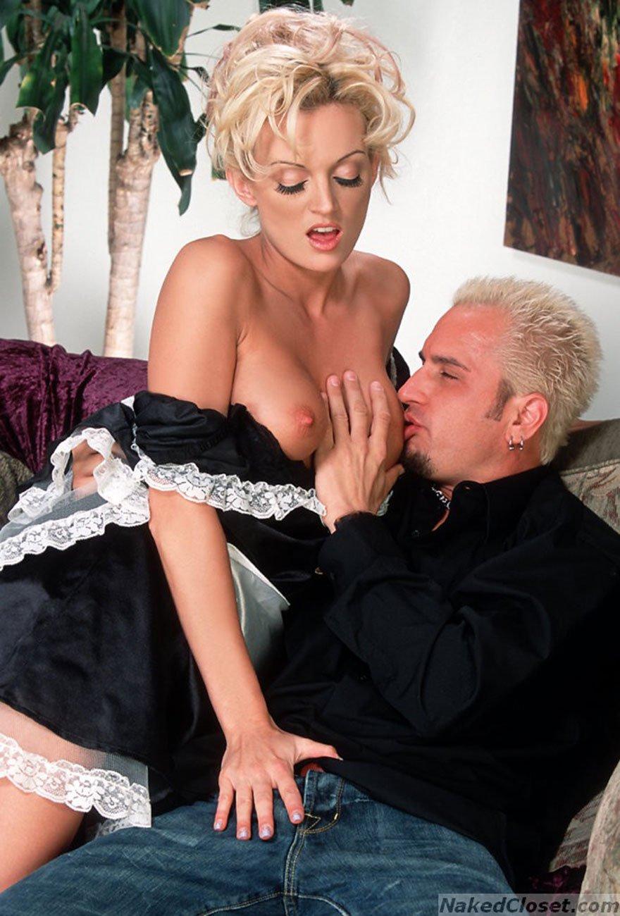домработница соблазнила мужчину онлайн порно
