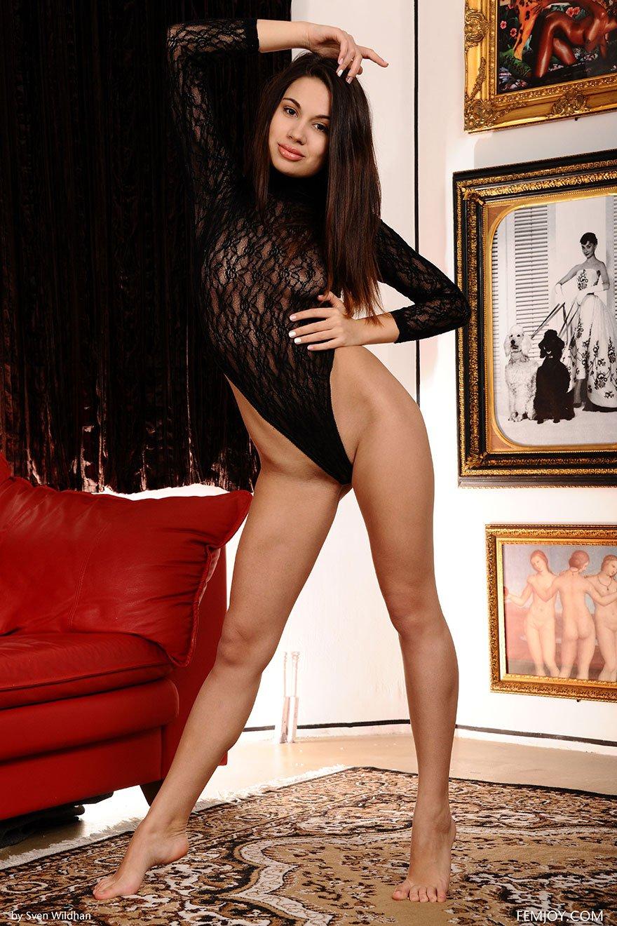 Брюнетки в сексуальном боди фото 170-121