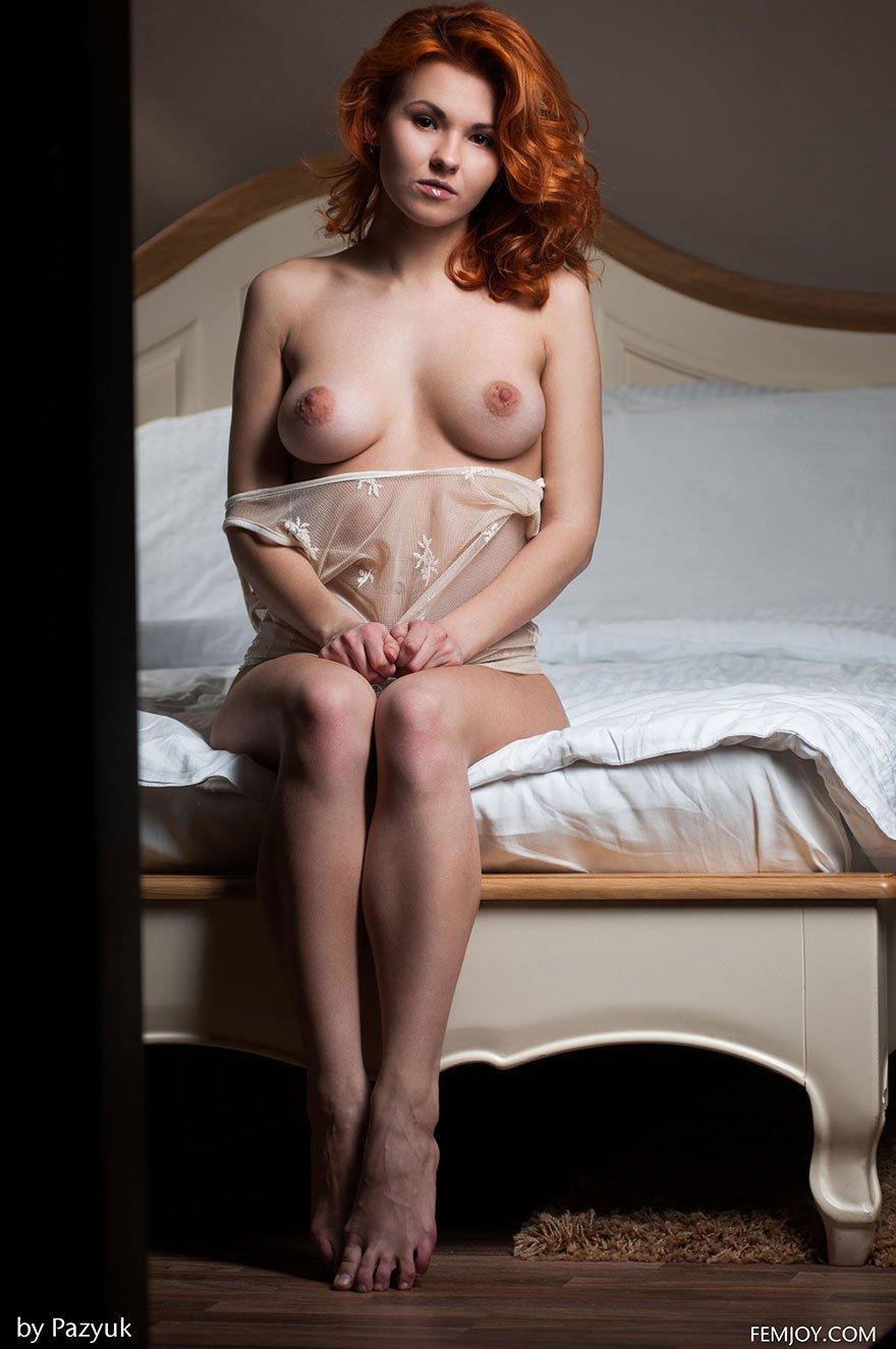 Порнография рыженькой дамы в постели