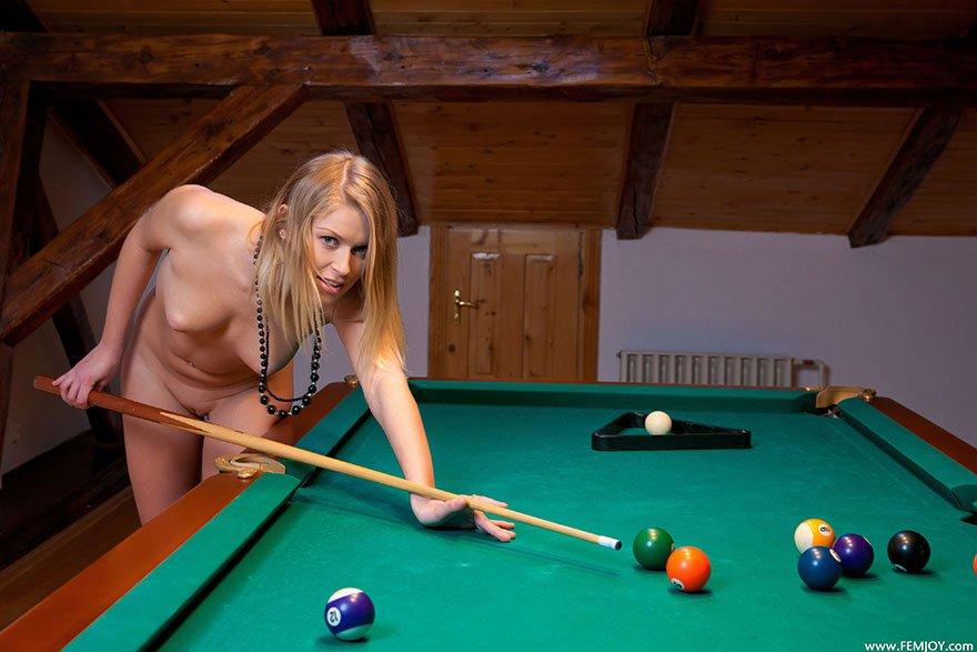 igra-bilyard-eroticheskiy