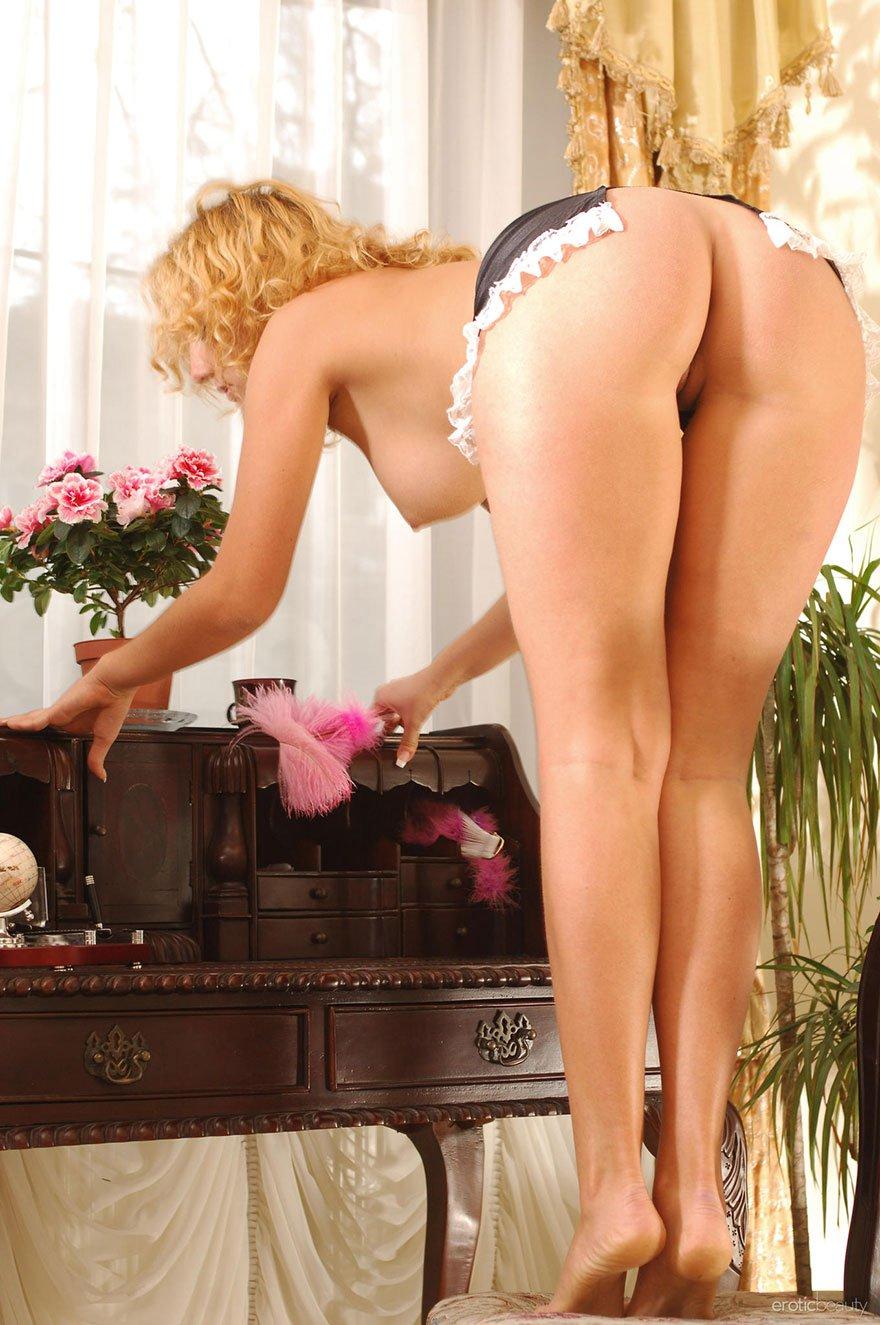 Сексуальная хозяйка и уборщица 26 фотография