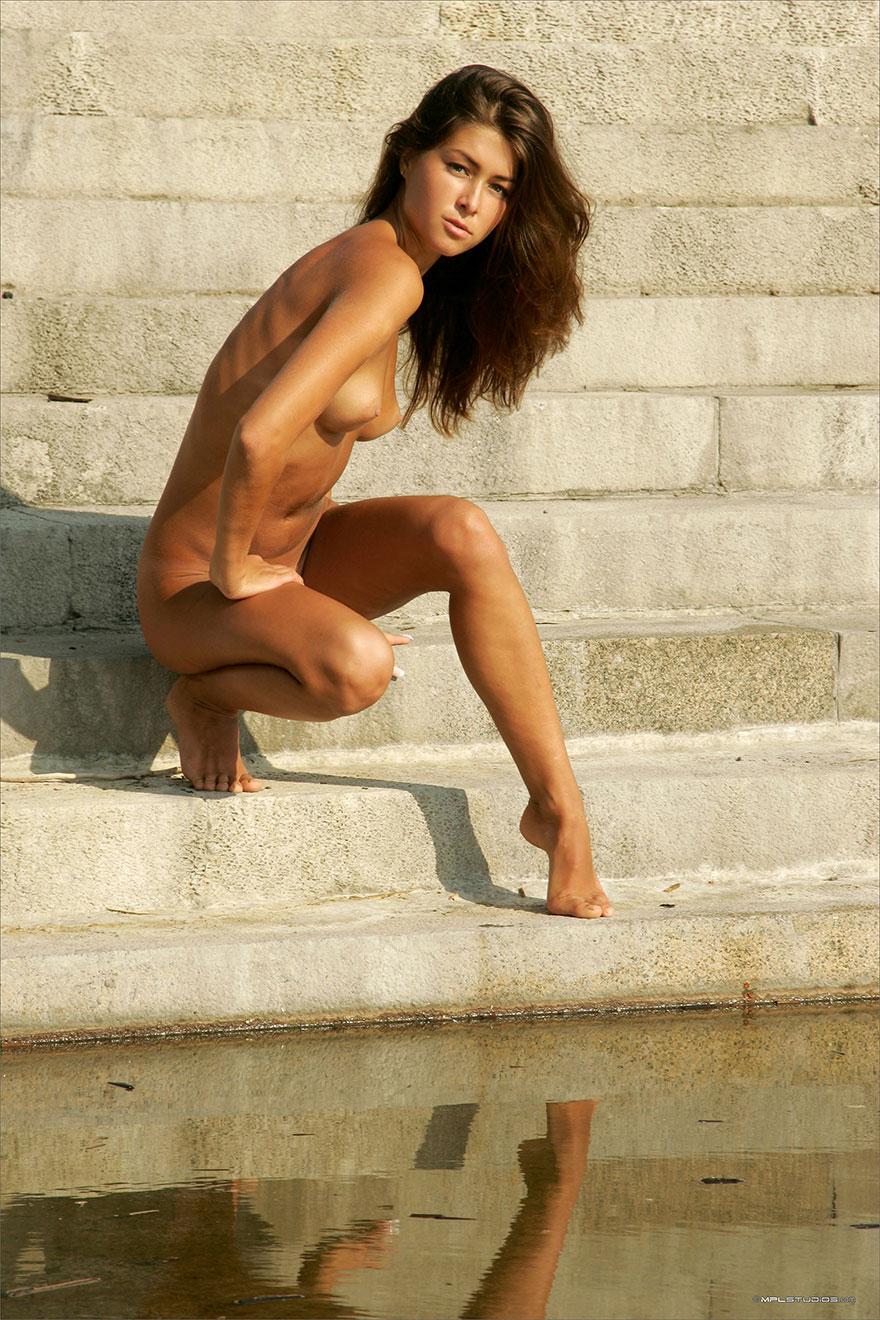 Худенькая загорелая девушка порно 6 фотография