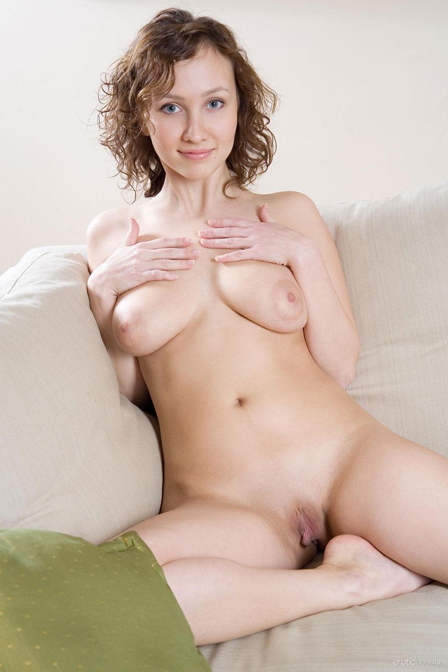 Порнография Юной телки с крупными грудями