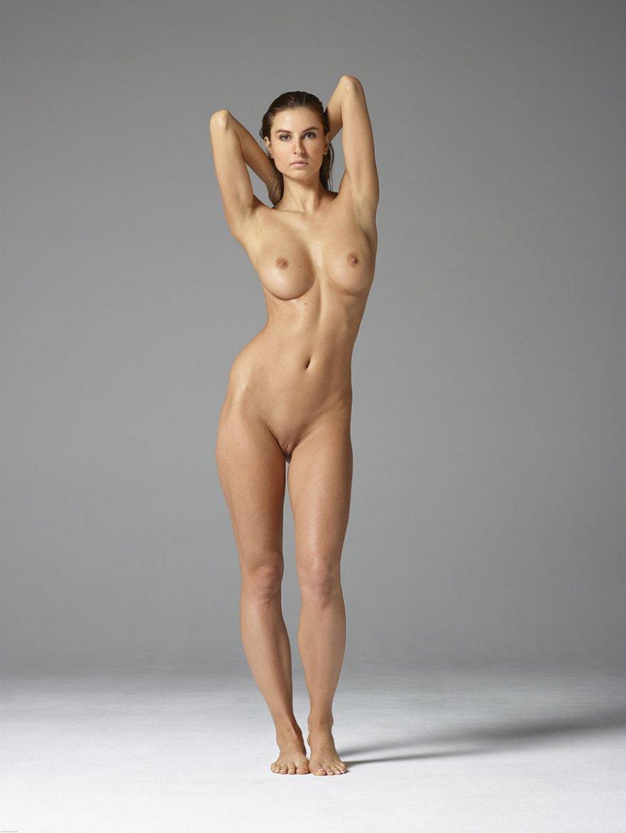 фото голых сексуальных девушек с красивыми ножками