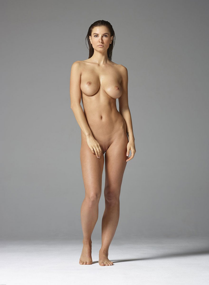 эротика в полный девки фото позируют голыми рост